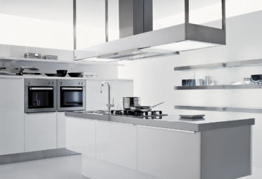 Effeti's Luce kitchen in a white gloss finish