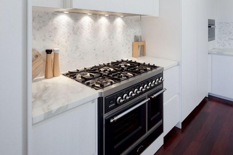 Glass or Tile? 15 Tips for Choosing the ...