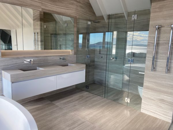 Main ensuite bathroom
